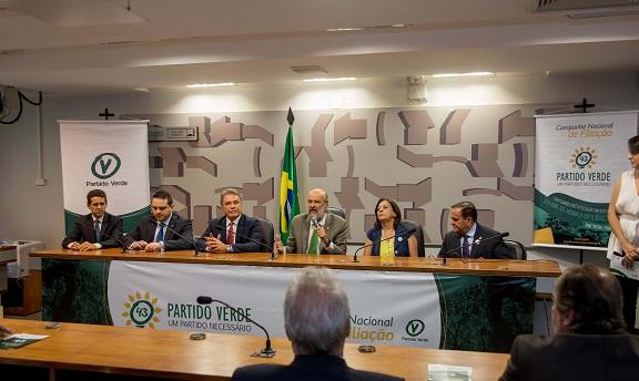 Deputado federal, Evandro Gussi, senador, Alvaro Dias, presidente do PV, José Luiz Penna, membro da Executiva Nacional, Vera Motta e o deputado estadual, Orlando Cidade. - See more at: http://pv.org.br/2016/02/25/pv-lanca-campanha-nacional-de-filiacao-no-senado/#sthash.IwT8Mngv.dpuf